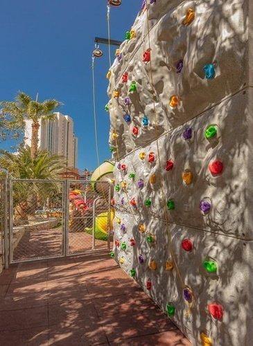 Детский скалодром Апарт-отель magic tropical splash бенидорме