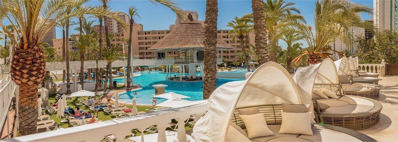 Солярий и балийские кровати Отель Magic Tropical Splash Water Park, Spa & Caribbean Resort